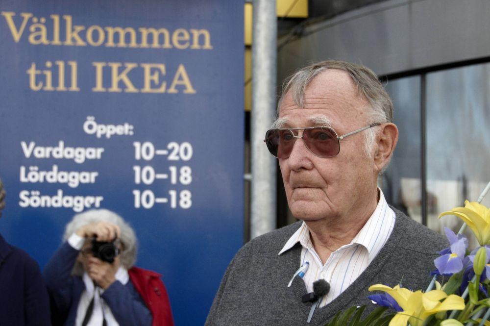 Ингвар Кампрад. Основатель компании «Икея». Состояние - 42, 9 млрд долларов. В школе покупал оптом, а потом перепродавал односельчанам спички, рыбу, семена, елочные игрушки, карандаши, ручки.
