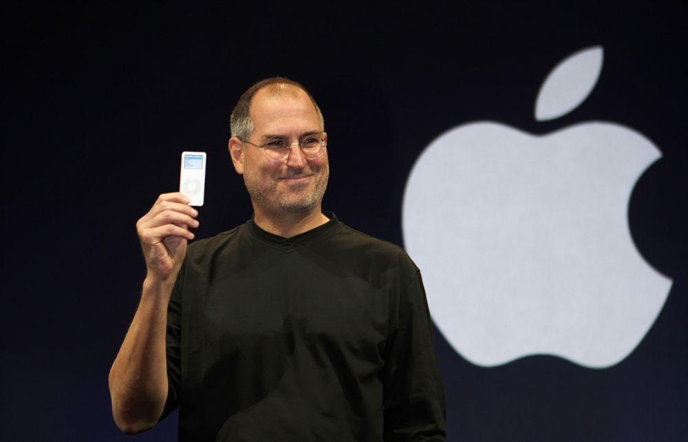 Стив Джобс. Основатель компании Apple. Состояние на момент смерти - 7 млрд долларов. В 12 лет зарабатывал, собирая устройства вроде компьютеров и диктофонов и затем продавая их.