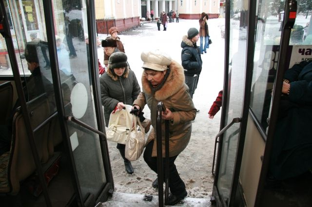 Школьнице зажало ногу дверью автобуса №65 вИркутске