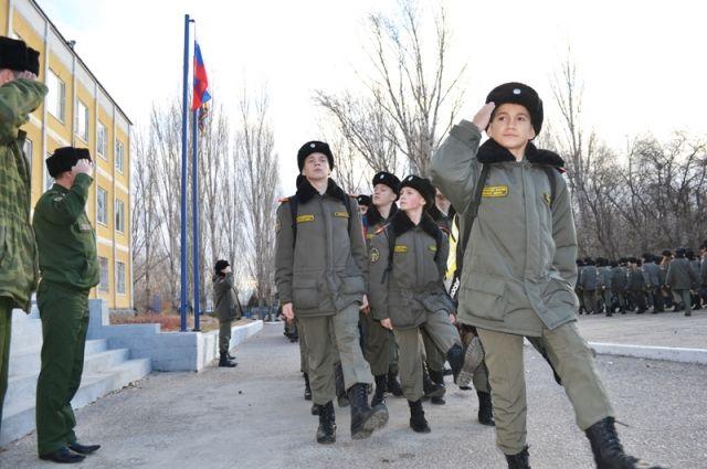 Каждое мероприятие на плацу корпуса напоминает военный парад.