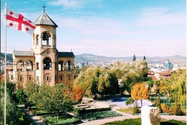 Тбилиси в переводе означает «тёплый источник».