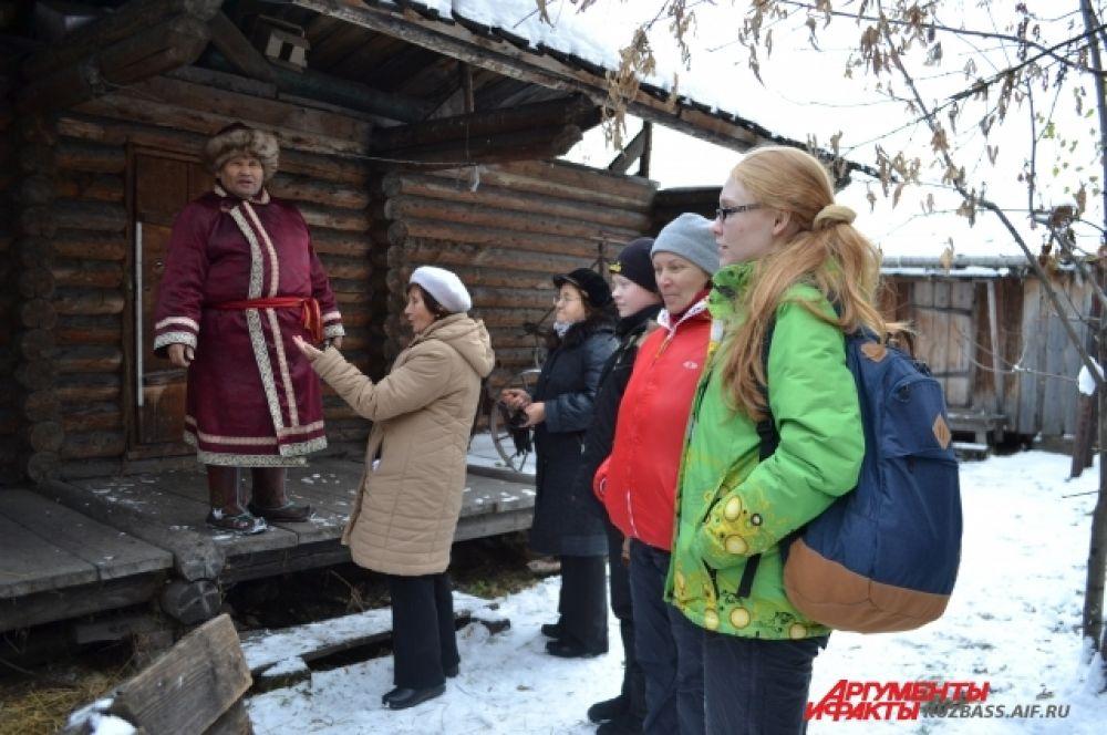 Сам Владимир Ильич родился в полуземлянке и прожил в ней до первого класса.