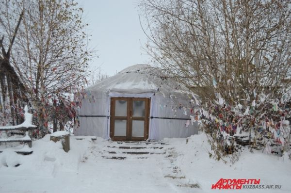 Самая древняя юрта, которую реконструировал Владимир Челухоев.