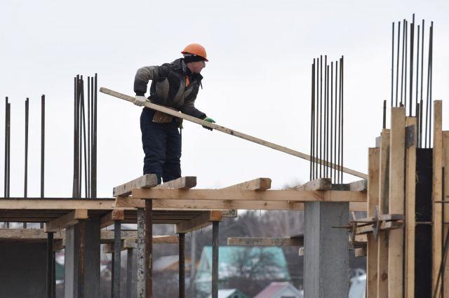 Почти 17 % постоянных вакансий - в строительстве.