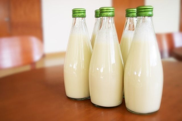 Как растут цены! Всего лишь три года назад молоко стоило 31,9 руб. А сейчас уже 61,75 руб. Эх, росли бы так же и наши зарплаты!