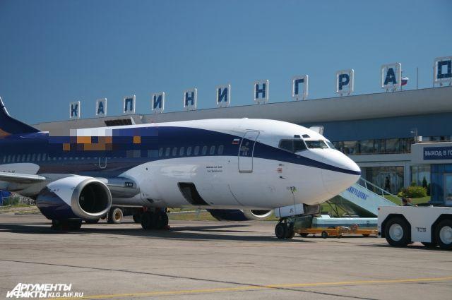 Вкалининградском аэропорту изсамолета высадили людей из-за вибрирующего мобильника