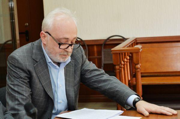 Экс-глава «Роснано» Леонид Меламед Срок: один год, с 3 июля 2015 до 1 июля 2016 года. Обвинение: присвоение и растрата 220 млн руб, принадлежащих корпорации.