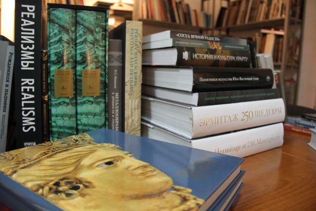 Эрмитаж подарил музею Калининграда коллекцию редких книг.