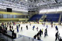 Пока на ледовой арене открыты массовые катания, но вскоре проведут уже турнир.