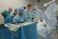 Впервые в Кузбассе проведена торакоскопическая операция аблации фибрилляции предсердий.