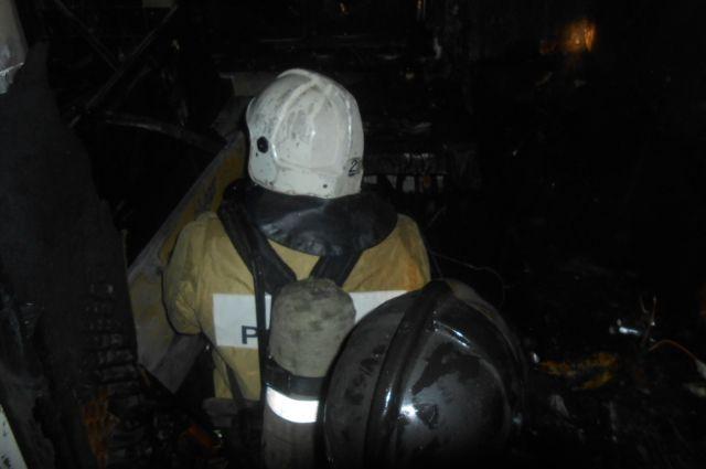 Возгорание произошло на первом этаже многоквартирного дома.