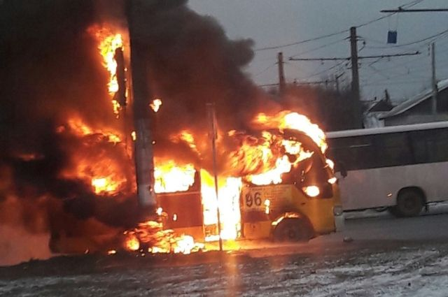 Микроавтобус №96 на100% сгорел вВорошиловском районе Волгограда