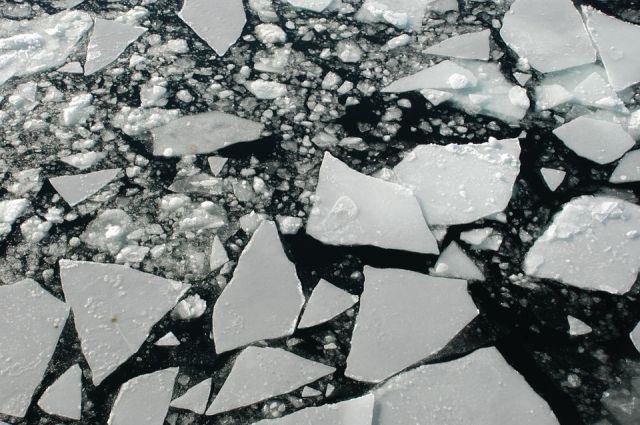 ВХабаровском крае ушел под лед автомобиль, двое погибли