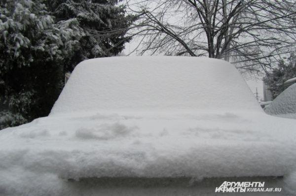 Не повезло тем, кто оставил машины на улице на ночь.