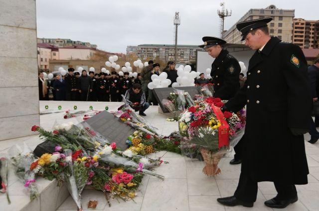 ВКаспийске почтили память погибших семей военнослужащих в итоге теракта 1996 года
