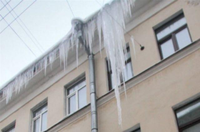 Водосток упал наженщину напротив интим-магазина наЭнгельса