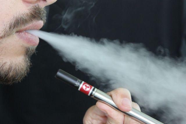 Продвинутые гопники отняли умужчины электронную сигарету наПарке Победы