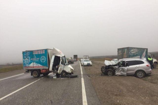 Натрассе «Минеральные Воды— Кисловодск» фургон протаранил иномарку