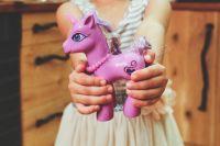 Не все игрушки безопасны для ребенка.