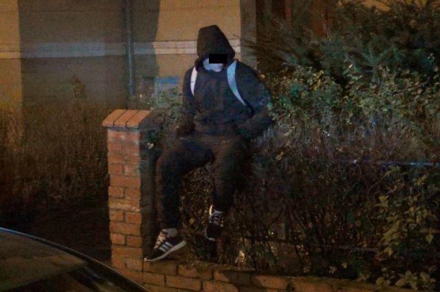 В Калининграде объявленный в федеральный розыск мужчина выпрыгнул из окна. Задержали его под окнами дома, который он собирался ограбить.