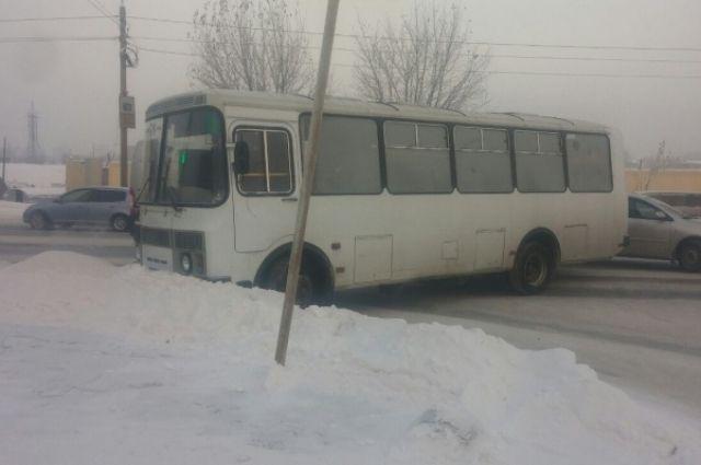 Водителя автобуса госпитализировали.