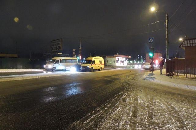 Екатеринбурженка на«Рено» сбила пешехода-нарушителя наСортировке