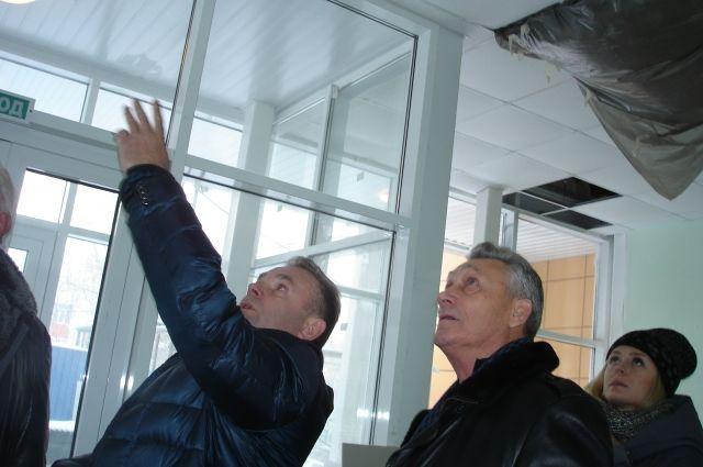 Замглавы регионального правительства Станислав Гребенщиков недоволен ходом работ на объекте.