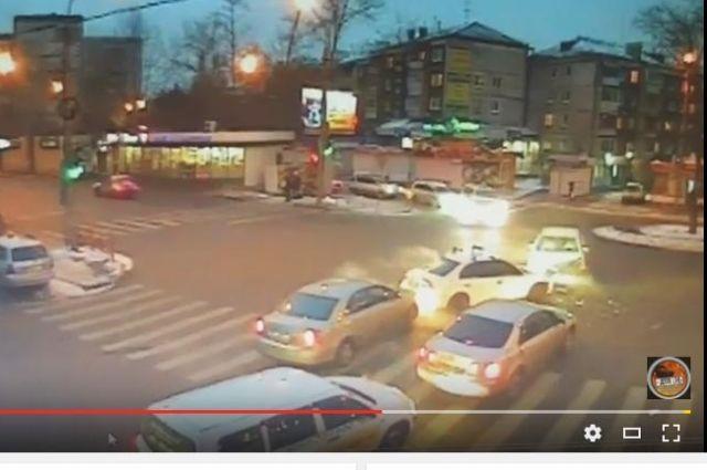 Сразу три иномарки столкнулись в Иркутске.