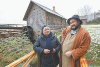 Татьяна с сыном на пушкинской мельнице (ноябрь 2016 г.).
