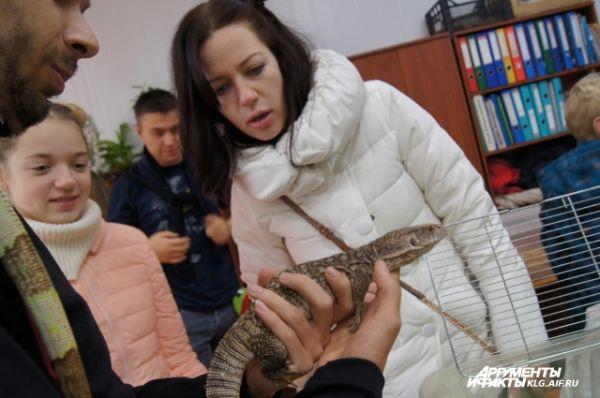 На еду для ящерицы или змеи нужно около 300 рублей в месяц