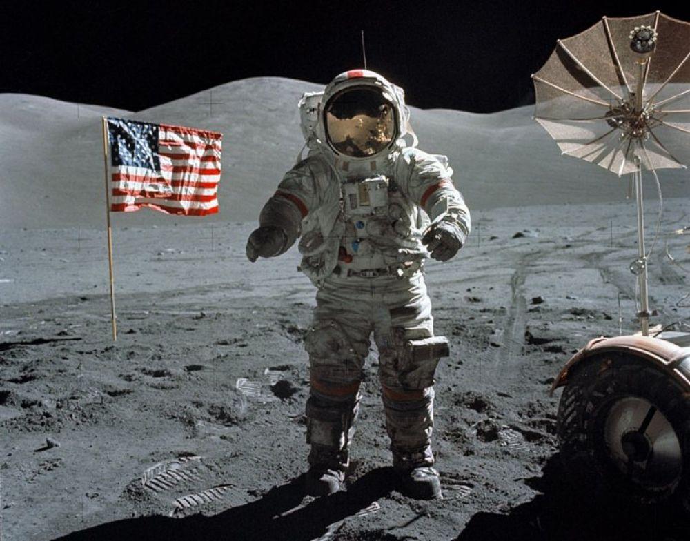 Автор этого фото - сам Нил Армстронг! Снимок был сделан в 1969-м на Луне, при первой высадке человека на поверхность спутника Земли