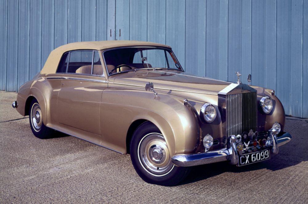 Один из первых автомобилей Трампа — Rolls-Royce Silver Cloud 1956 года выпуска.
