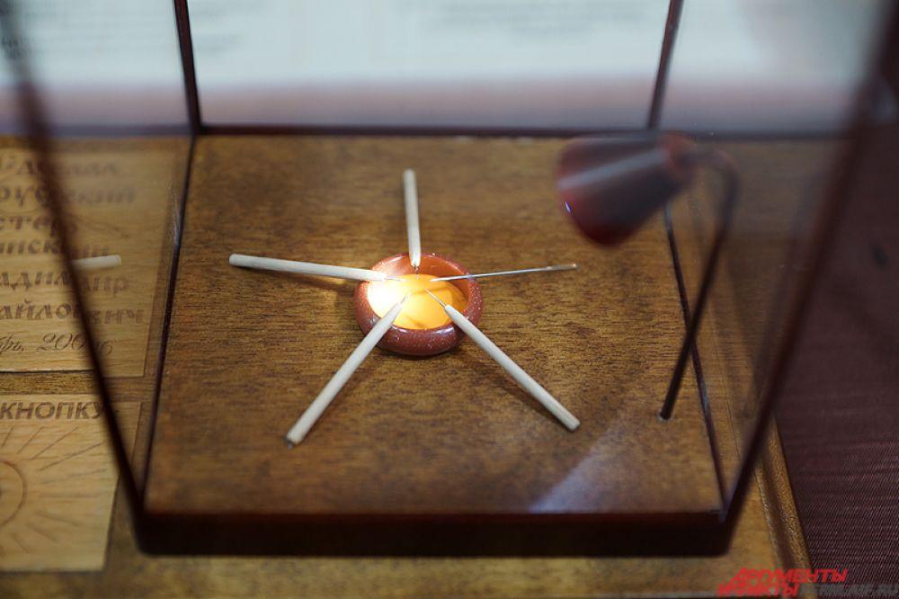 Инструменты можно увидеть и под микроскопом прямо на выставке.