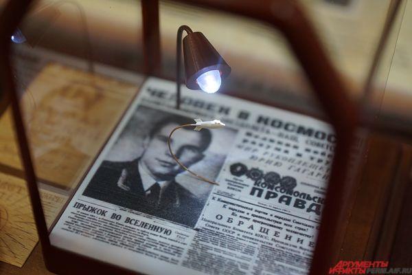 В Центральном выставочном зале (Комсомольский проспект, 10)  открылась выставка микроминиатюр «Диво под микроскопом» новосибирского мастера Владимира Анискина.