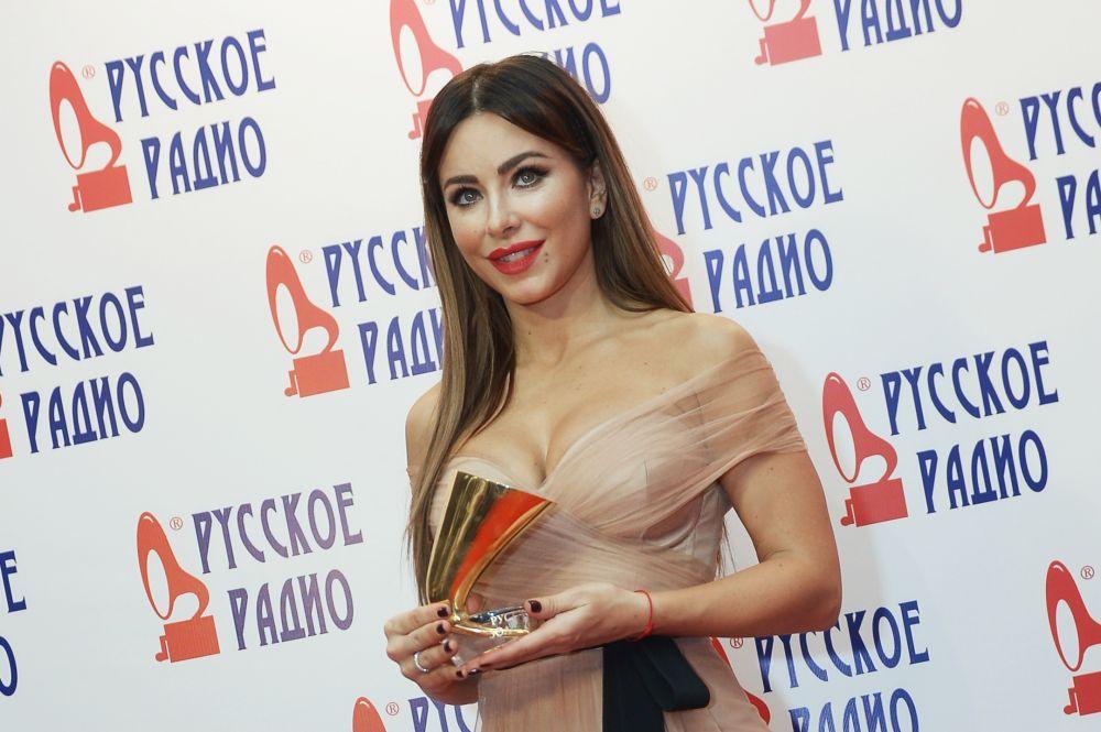 Певица Ани Лорак наXXI Церемонии вручения национальной музыкальной премии «Золотой граммофон» вСК«Олимпийский» вМоскве.