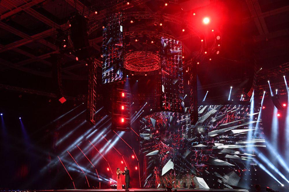 Певцы Ани Лорак иГригорий Лепс наXXI Церемонии вручения национальной музыкальной премии «Золотой граммофон» вСК«Олимпийский» вМоскве.