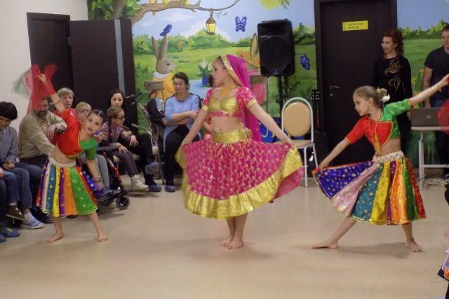 Главными гостями праздника стали воспитанники и преподаватели танцевальной студии «Валери».
