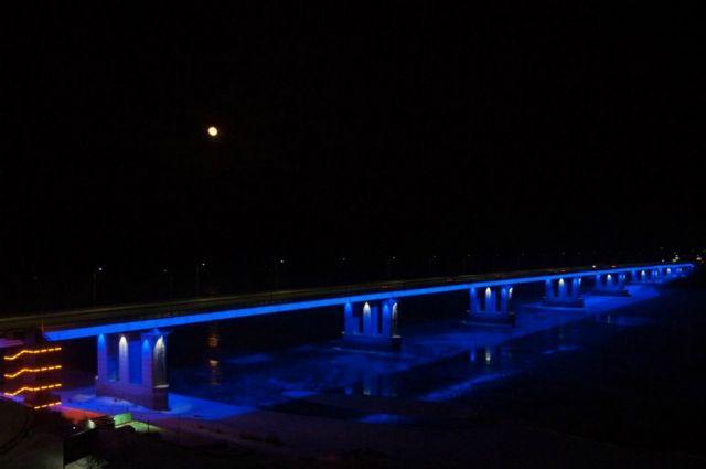Появилась подсветка на Новом мосту