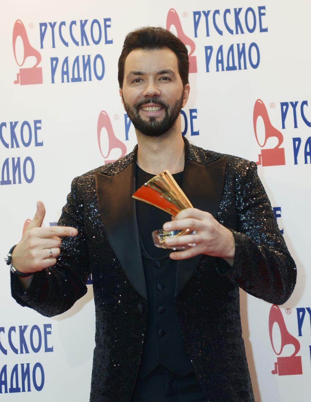 Певец Денис Клявер наXXI Церемонии вручения национальной музыкальной премии «Золотой граммофон» вСК«Олимпийский» вМоскве.