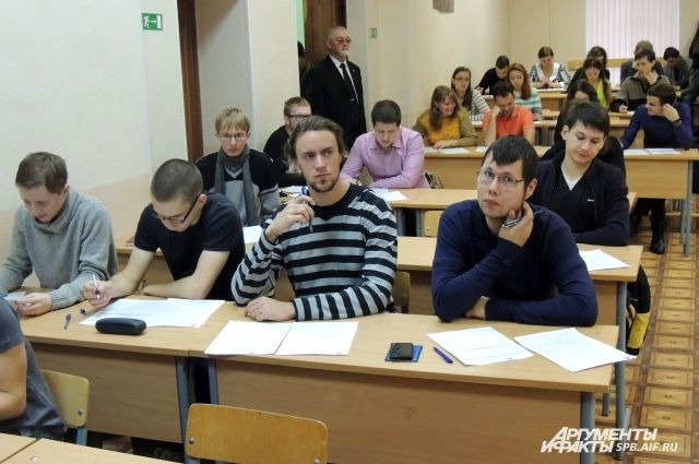 Вопросы были трудными: Сергей Шойгу написал диктант погеографии