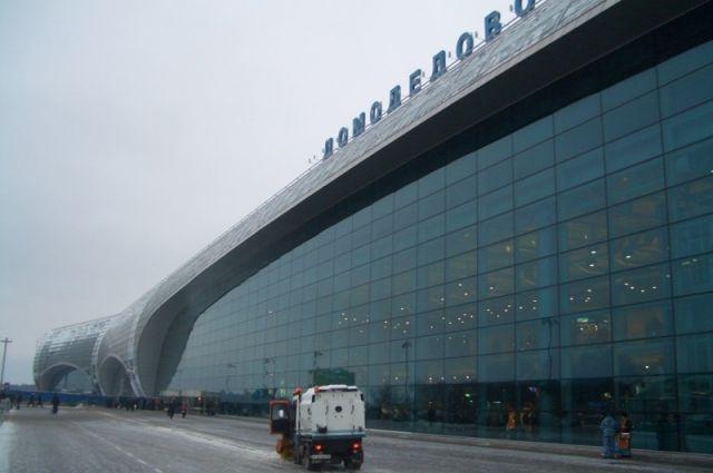Ваэропорту Домодедово самолёт совершает экстренную посадку