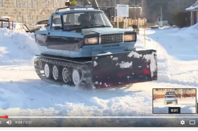 Снегоуборочная машина на базе ВАЗа.