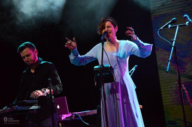 Алёна Поль на одном из концертов Сургута.