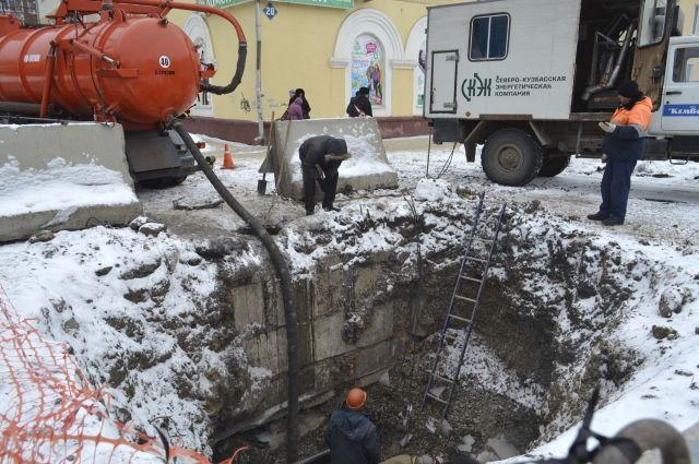 ВПерми затопило перекресток улиц Луначарского и25 лет Октября