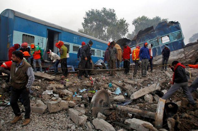 Чудовищная авария высокоскоростного поезда вИндии: 60 человек погибли