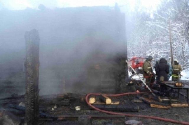 ВАрдатовском районе сгорел дом инадворные постройки