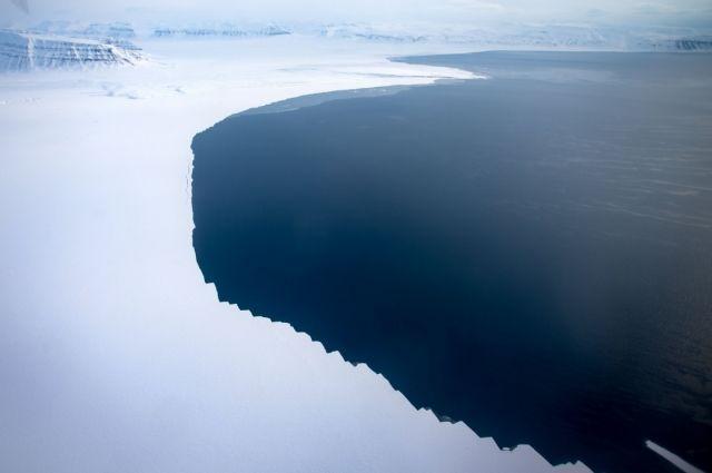 Разведанные запасы нефти наарктическом шельфе Российской Федерации составляют 585 млн т
