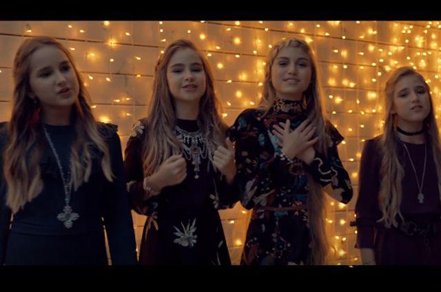 Школьница из Новомосковска Софья Фисенко (вторая справа) с гордостью представила Россию на международном конкурсе