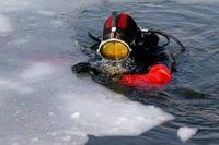 Несмотря на мороз, спасатели до сих пор работают в полную силу.
