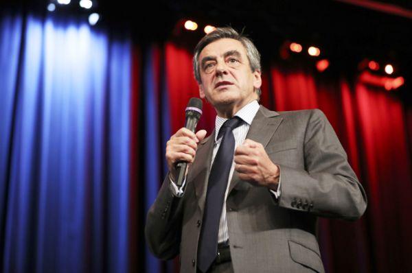 Франсуа Фийон — член парламента от Парижа и бывший премьер-министр Франции (2007–2012). Вышел во второй тур праймериз от республиканской партии, прошедших 20 ноября, набрав наибольшее количество голосов — 44,1%.